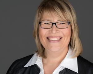 Was ist ein professionelles Bewerbungsfoto Headshot Portrait? Hier ein Bewerbungsbild Sedcardfoto einer Frau Profilbild LinkedIn Xing