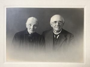 Schwarzweiß-Portraitfoto aus dem 19. Jahrhundert Paar