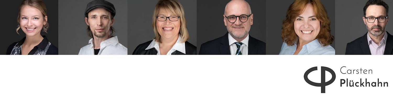 sechs hochwertiges Bewerbungsfotos Headshots Portraitfotos Businessfotos lächelnd vor grauem Hintergrund