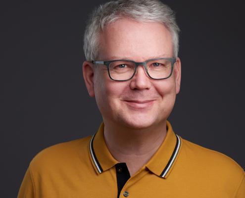 professionelles modernes Bewerbungsfoto Businessportrait Experte Portrait Carsten Plückhahn